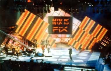 Reinhard Fendrich Stage-Design with Rainbow Wall